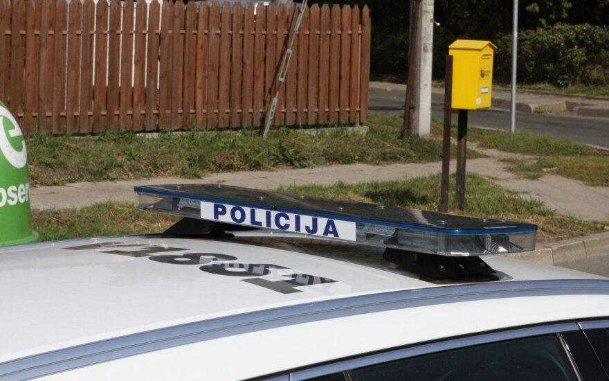 Girtas vairuotojas nepakluso reikalavimui sustoti ir atsitrenkė į policijos automobilį
