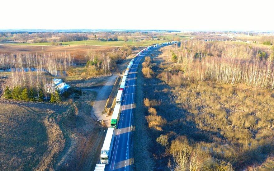 Eilė Lietuvos–Lenkijos pasienyje link Lenkijos siekia beveik 50 kilometrų