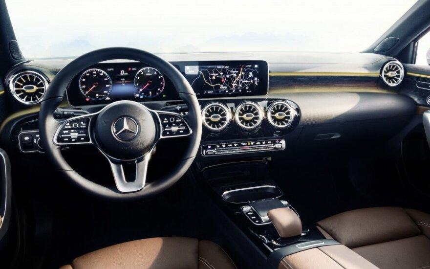 "Atskleistas naujo A klasės ""Mercedes-Benz"" interjeras"