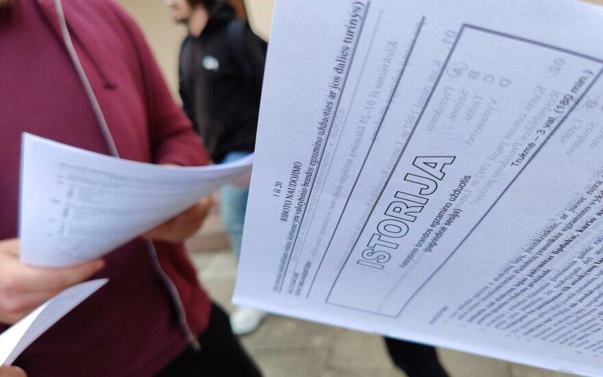 Pasitikrinkite: skelbiami paskutinių valstybinių brandos egzaminų rezultatai