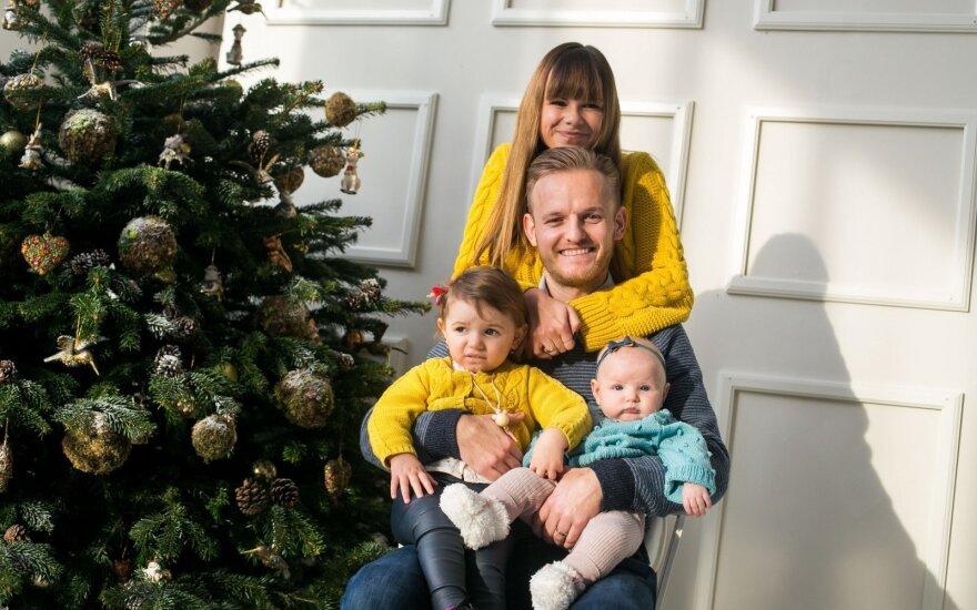 Šarūnas ir Laura Mazalai su vaikais