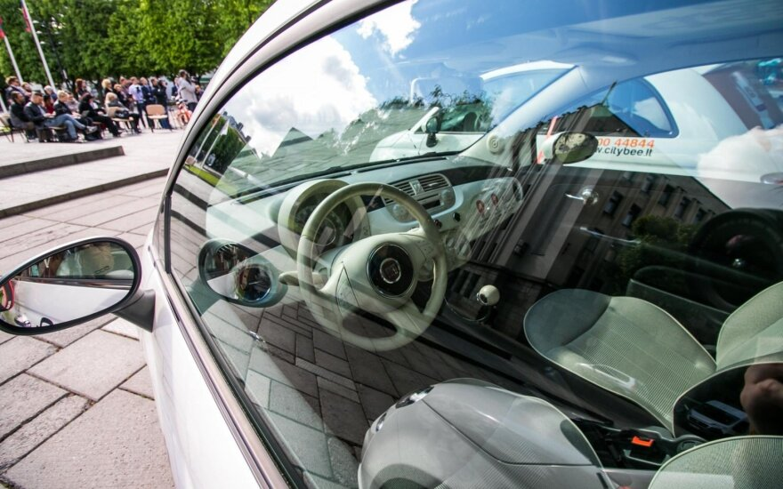 Vyriausybės kanceliarija ir jos atstovų įstaiga nuomosis automobilius už daugiau nei 128 tūkst. eurų