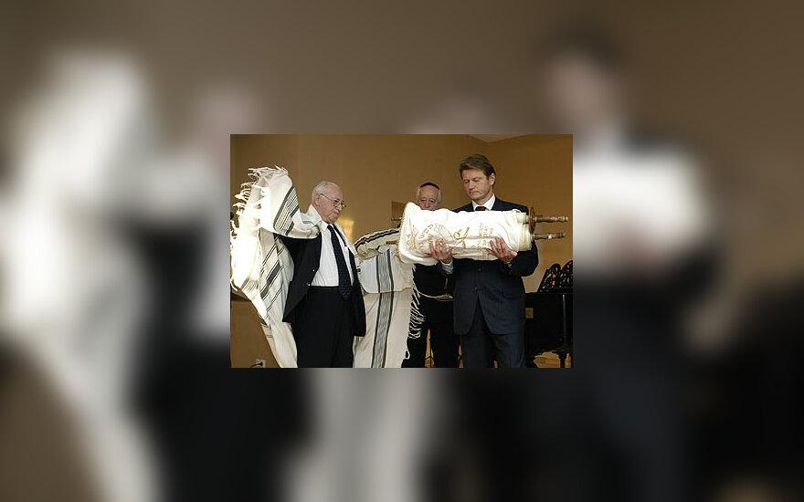 Prezidentas Rolandas Paksas perduoda žydų toras