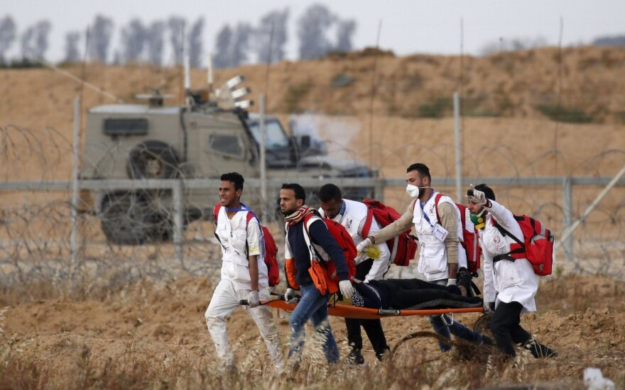 Gazos Ruože per pasienio protestus sužeista 60 palestiniečių