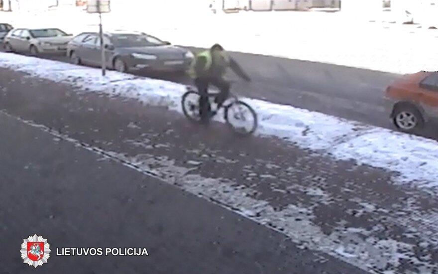 Panevėžio policija ieško dviratininko ir balto BMW vairuotojo