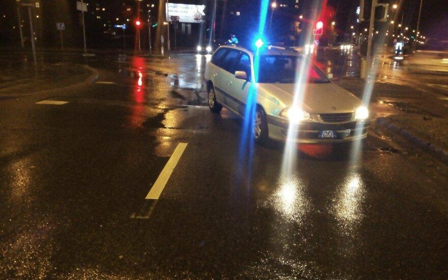 Girtas vairuotojas Vilniuje sužalojo pėsčiąją