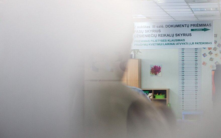 Dviejų vaikų motina pakraupo nugirdusi, ką apie užsieniečius kalba Klaipėdos migracijos skyriuje