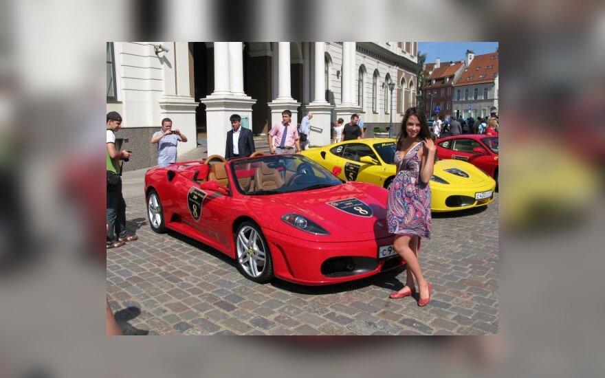 Prabangių automobilių paradas Rygoje