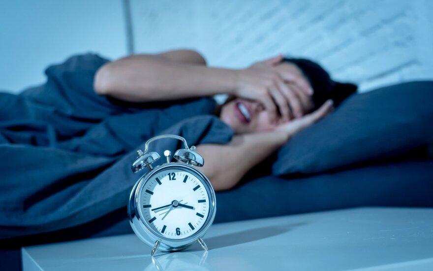 Nesiseka užmigti? Šokite iš lovos ir pasimankštinkite