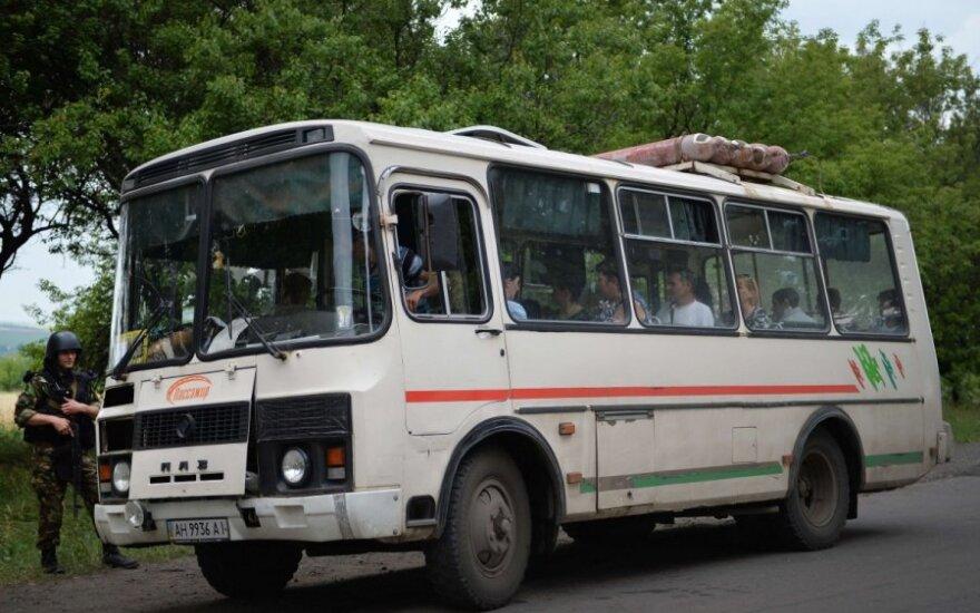 Ukraina: teroristai perėmė autobusą su našlaičiais