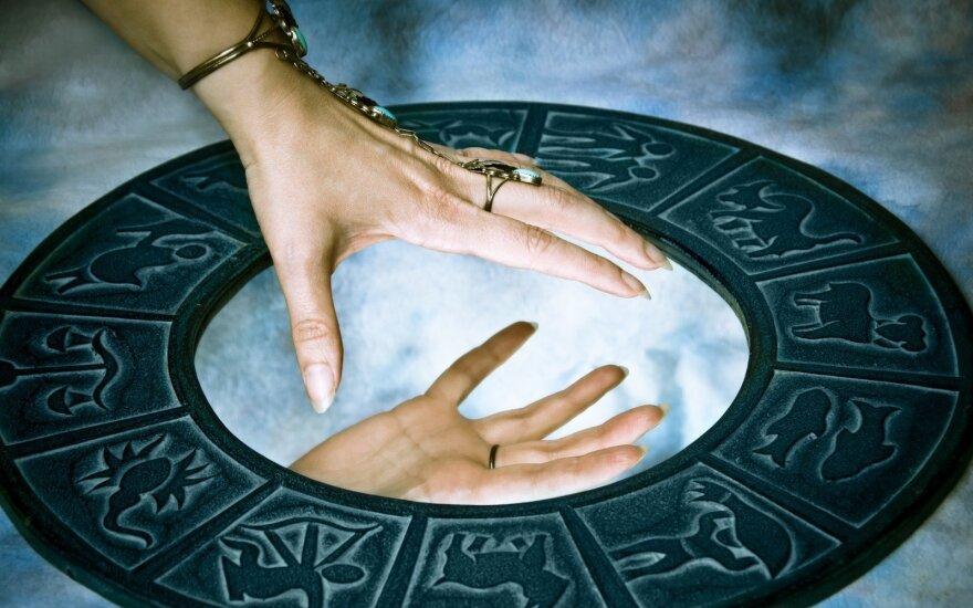Astrologės Lolitos prognozė rugpjūčio 21 d.: aiškumo ir ryžtingų veiksmų diena