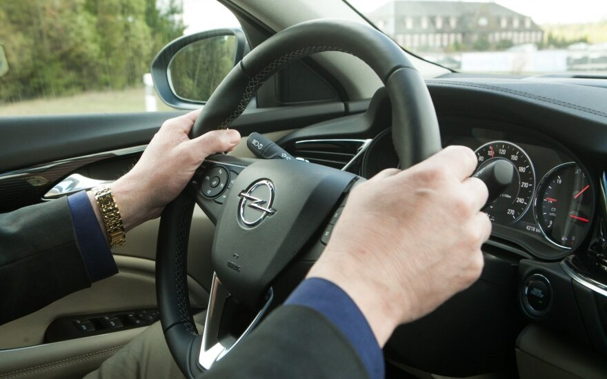 """Automobilio nuoma sukiršino Konstitucinį Teismą ir """"NT Valdas"""""""