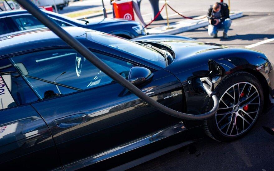 Lietuviai nori elektromobilių – per ateinantį dešimtmetį žada įsigyti kas antras