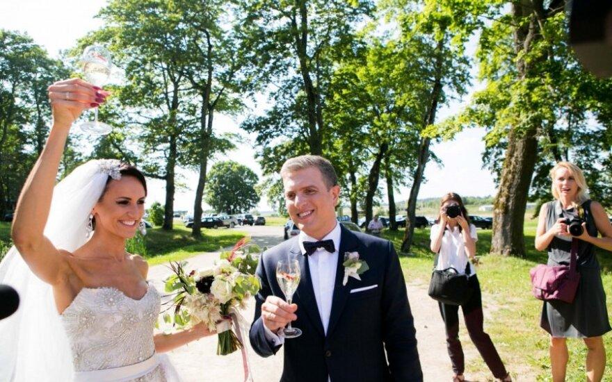Prabangioje Zvonkų vestuvių puotoje nepamirštos jaunavedžių tradicijos