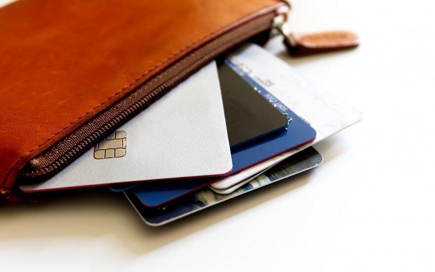 Grožio studijoje moteris pasigedo piniginės su 24 tūkst. eurų