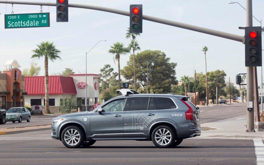"""""""Uber"""" autonomiškas bandymų automobilis """"Volvo XC90"""""""