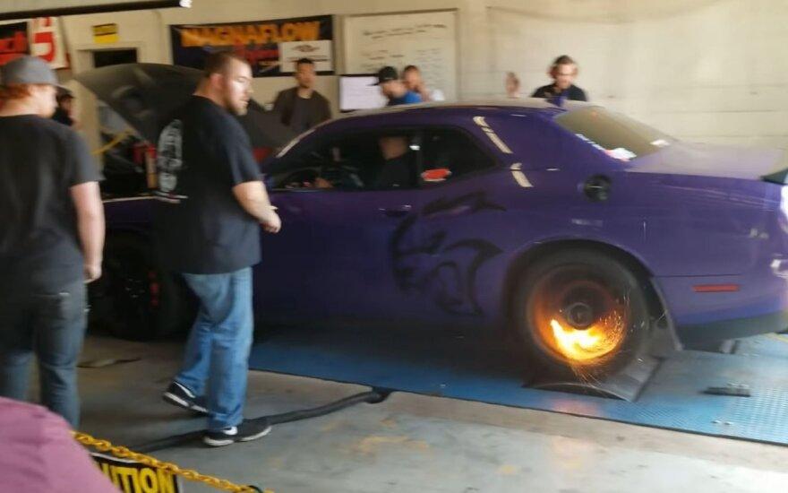 """""""Dodge Challenger SRT Hellcat"""" galios matavimas baigėsi ne visai taip, kaip norėjo savininkas"""