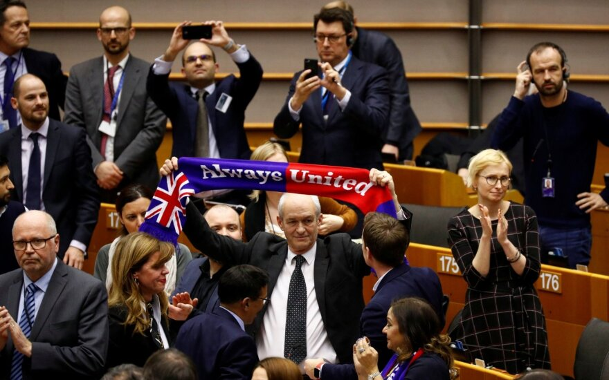 """Europos Parlamentas uždegė žalią šviesą """"Brexitui"""""""