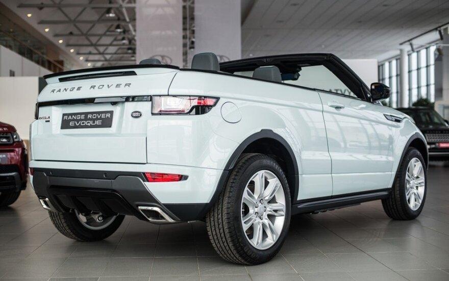 """Į Vilnių atvežti pirmieji """"Range Rover Evoque Convertible"""""""