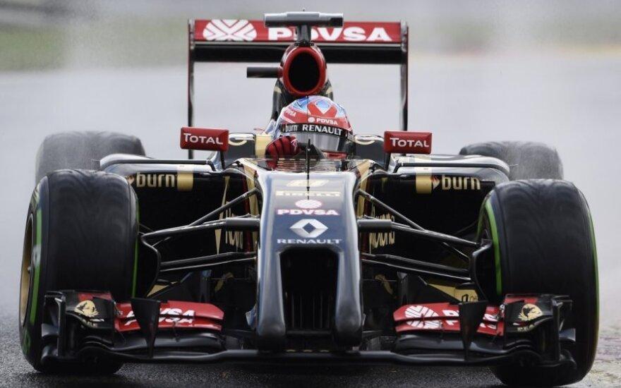 """F-1 """"Lotus"""" komandos automobilis"""