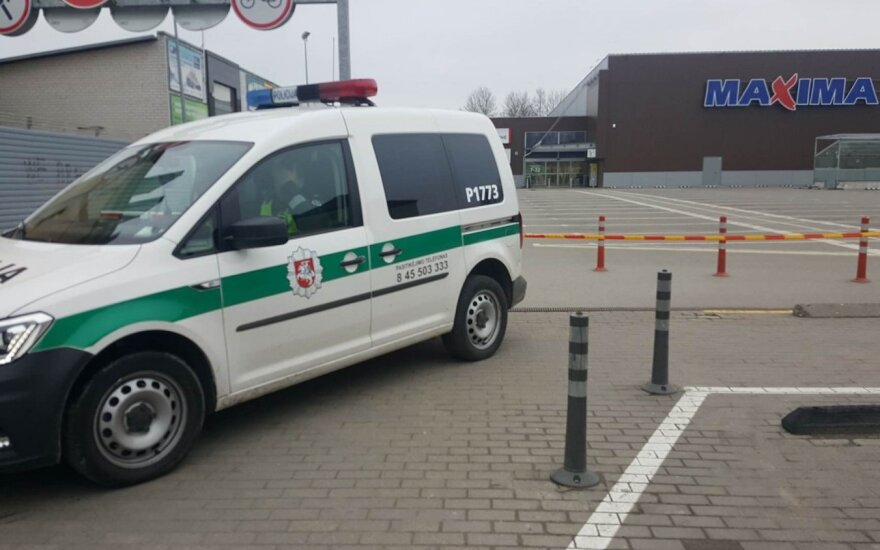 """Sumaištis Panevėžyje: buvo pranešta apie sprogmenį prekybos centre """"Maxima"""""""