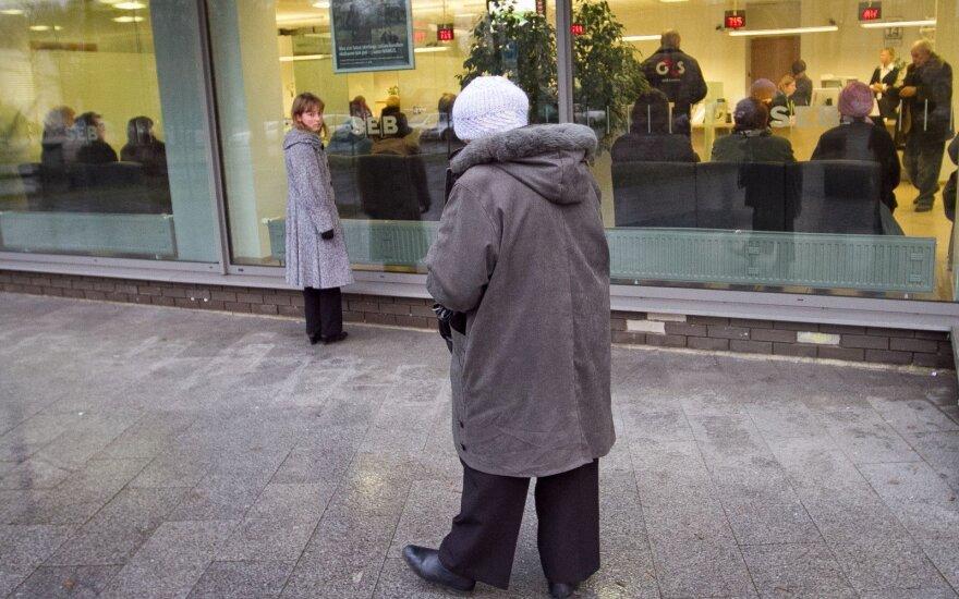 Banko prašymas močiutei sunkiai įgyvendinamas: kaip elgtis?