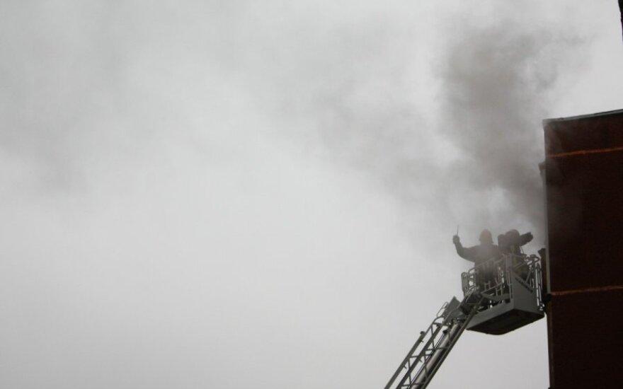 Gesinti gaisro devintajame aukšte kilo kranu