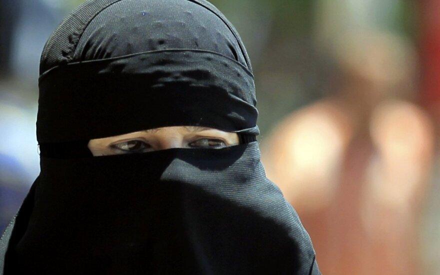 Estonia minister proposes ban on wearing burka
