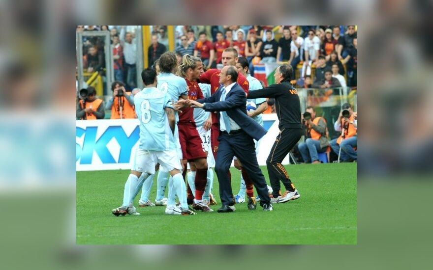 """Romos """"Lazio"""" ir """"AS Roma"""" klubų rungtynių aistros"""