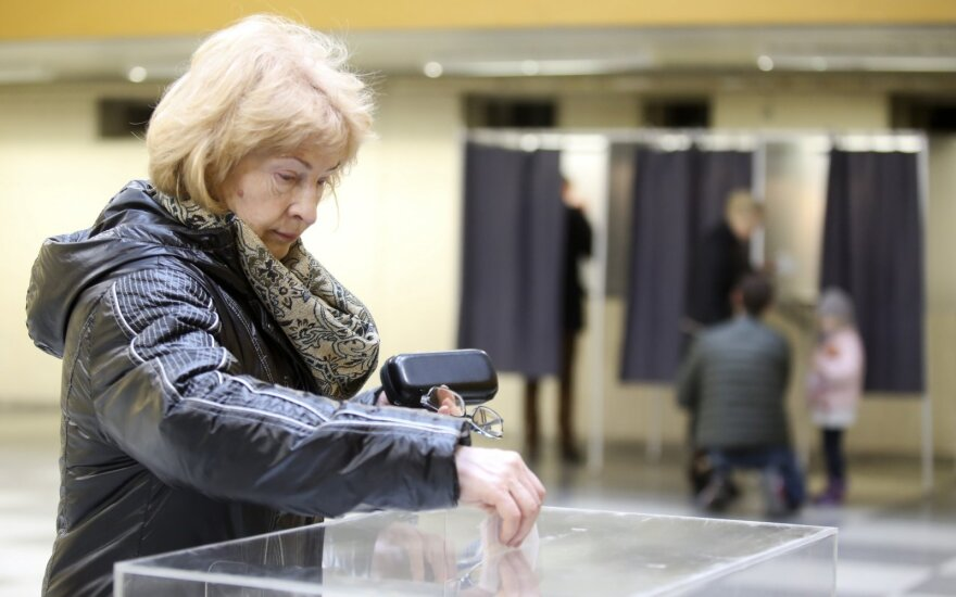 Lithuanian government backs early e-terminal voting