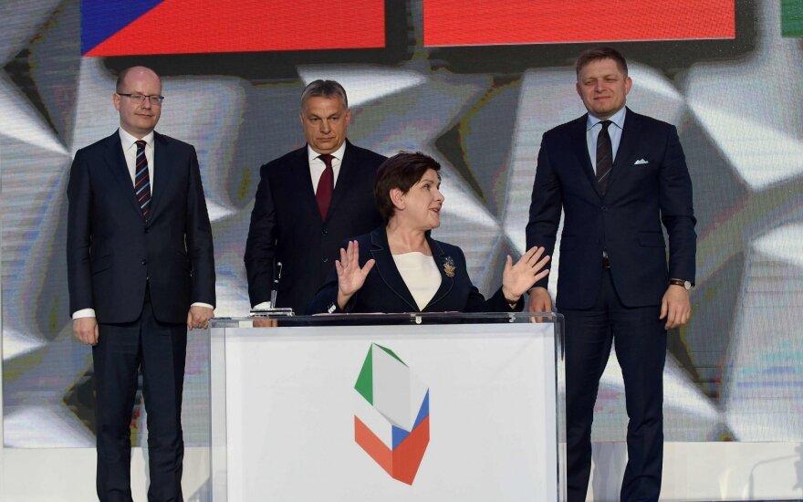 Lenkijos premjerė prieš susitikimą su V. Orbanu pažėrė kritikos ES