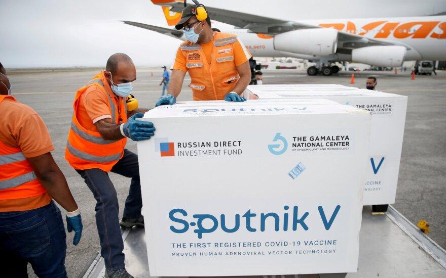 """Rusija Europos Sąjungai pardavė kitokią """"Sputnik V"""" vakciną – ne tą, kuri sulaukė """"The Lancet"""" įvertinimo"""