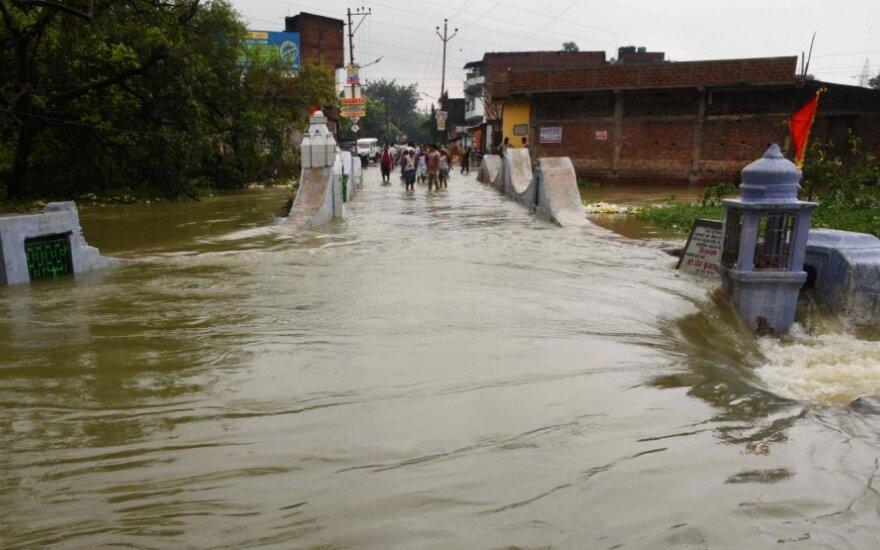Pietų Indijoje per smarkų cikloną žuvo 10 žmonių