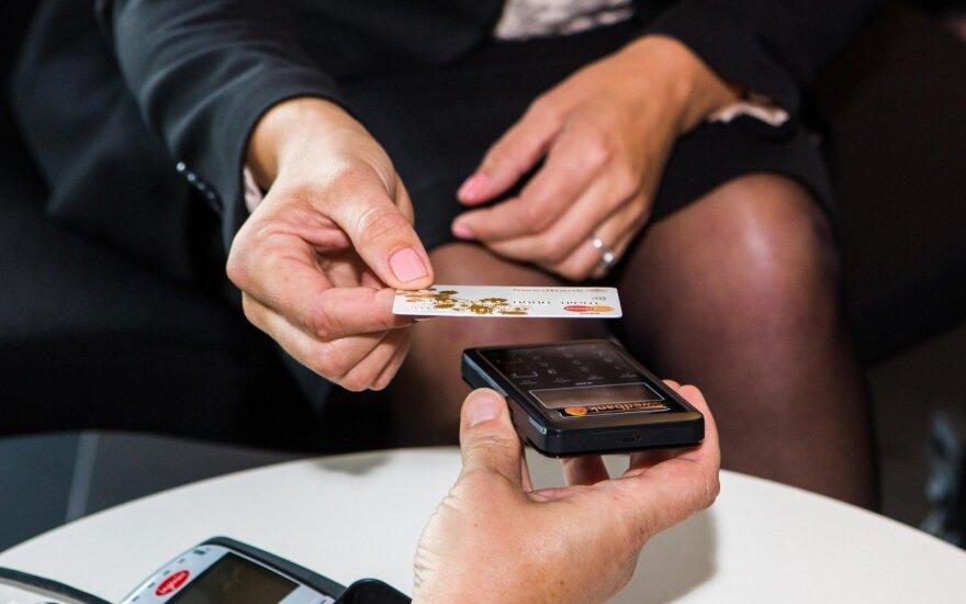 Seimas pritarė mokėjimų rinkos įstatymų pakeitimų projektų paketui: bus naujų paslaugų