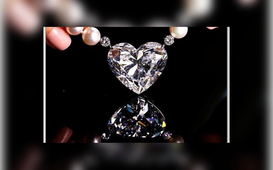 Širdies formos deimantas parduotas aukcione