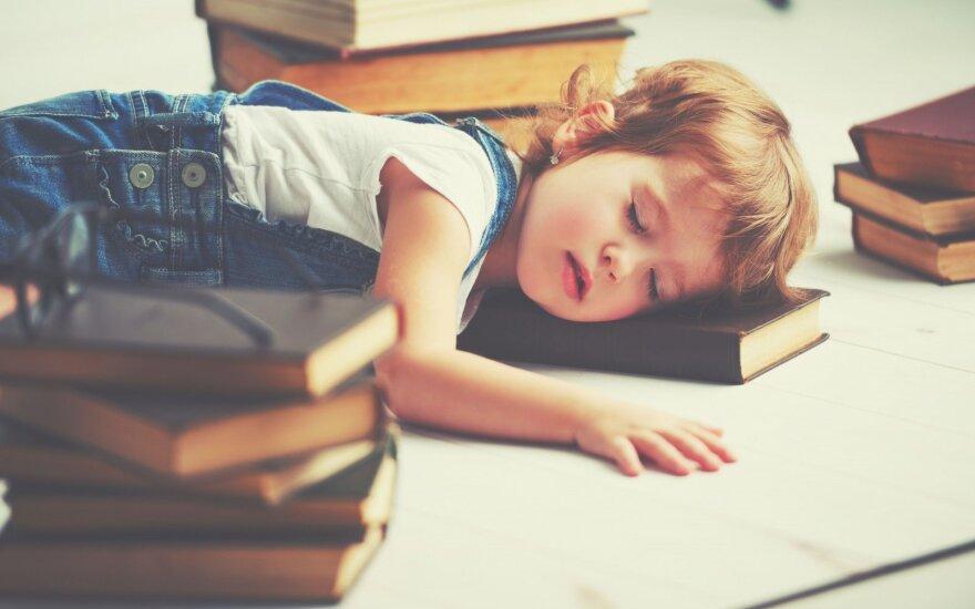 Perkrauto vaiko požymiai: kaip neperlenkti lazdos
