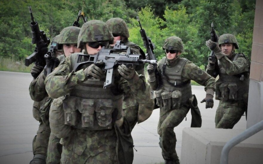 30 Lithuanian troops taking part in international training in Ukraine