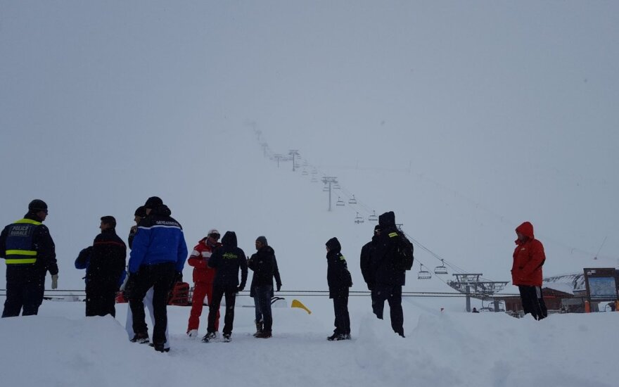Prancūzijos Alpėse slidinėjimo trasą užgriuvo sniego lavina