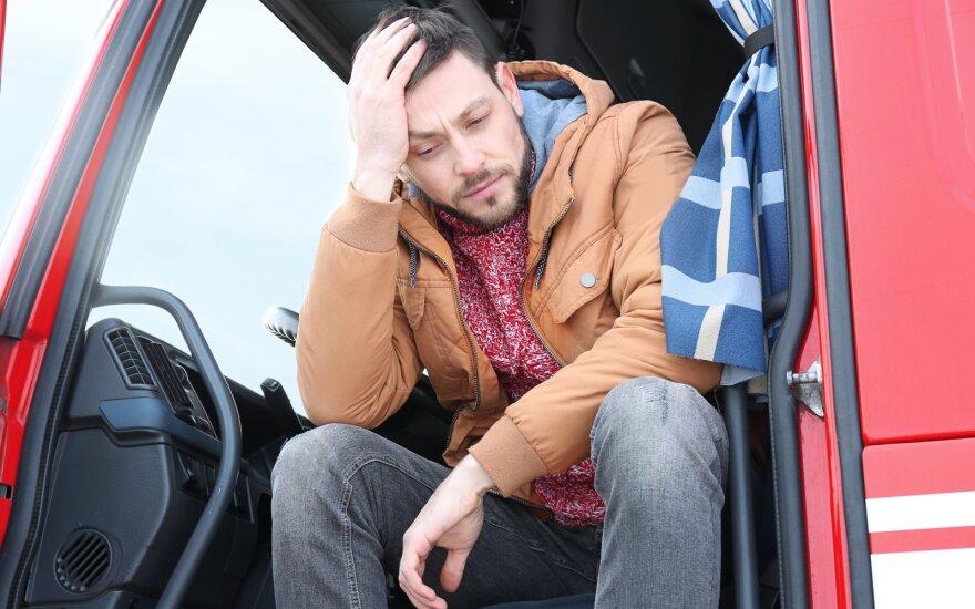 Tolimųjų reisų vairuotojas prabilo apie darbo sąlygas: ar tikrai esame verti tik tiek?