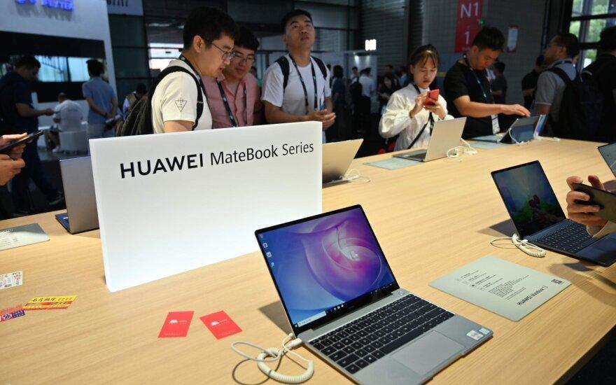 """""""Huawei"""" dėl draudimo JAV pirkti dalis atidėjo naujo kompiuterio pristatymą"""
