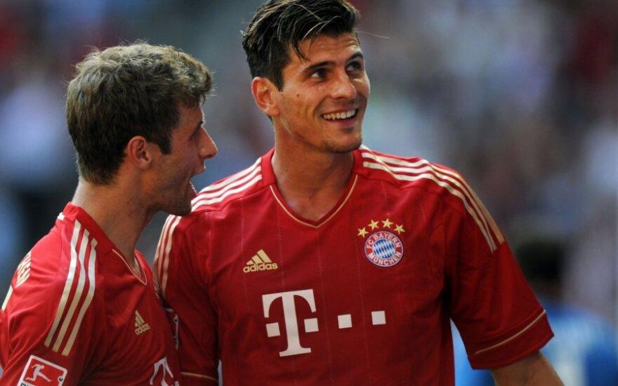 """Thomas Muelleris ir Mario Gomezas (""""Bayern"""")"""