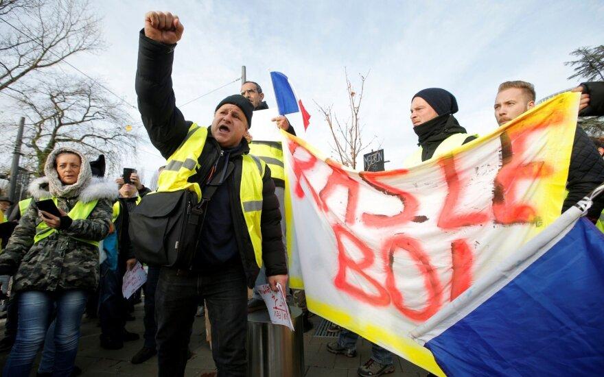 """Prancūzijoje - nauji """"geltonųjų liemenių"""" protestai"""