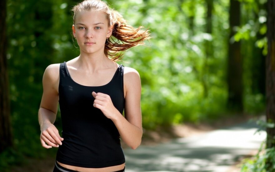 Bėgantys vakare turi įsiminti 2 val. iki miego taisyklę