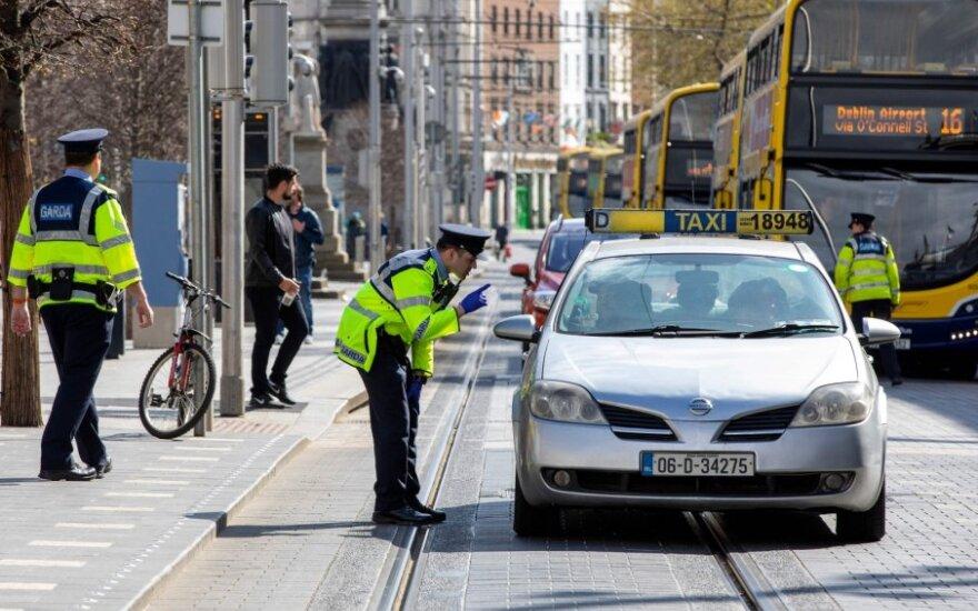 Airijos policija keliuose prižiūri dėl COVID-19 protrūkio įvestus judėjimo suvaržymus