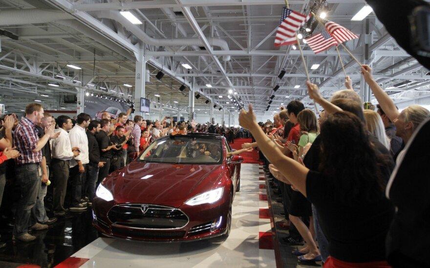 """""""Tesla"""" pranešimas sukėlė nerimo dėl gamybos pajėgumo"""