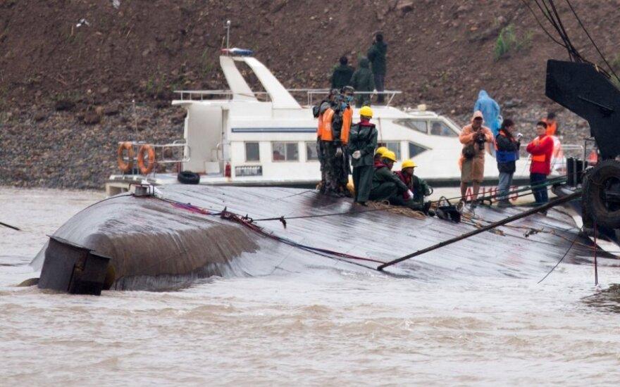 Kinijoje nuskendus keleiviniam laivui žuvo 442 žmonės