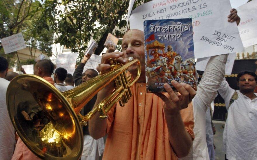 """Indija absurdu vadina bandymą uždrausti Rusijoje """"Bhagavadgytą"""""""