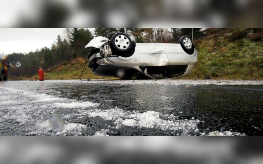 Vairuotojus vėl klupdo ledas