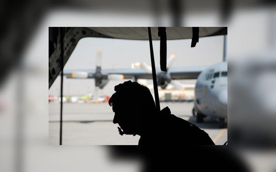 Siluetas, vyras, oro uostas