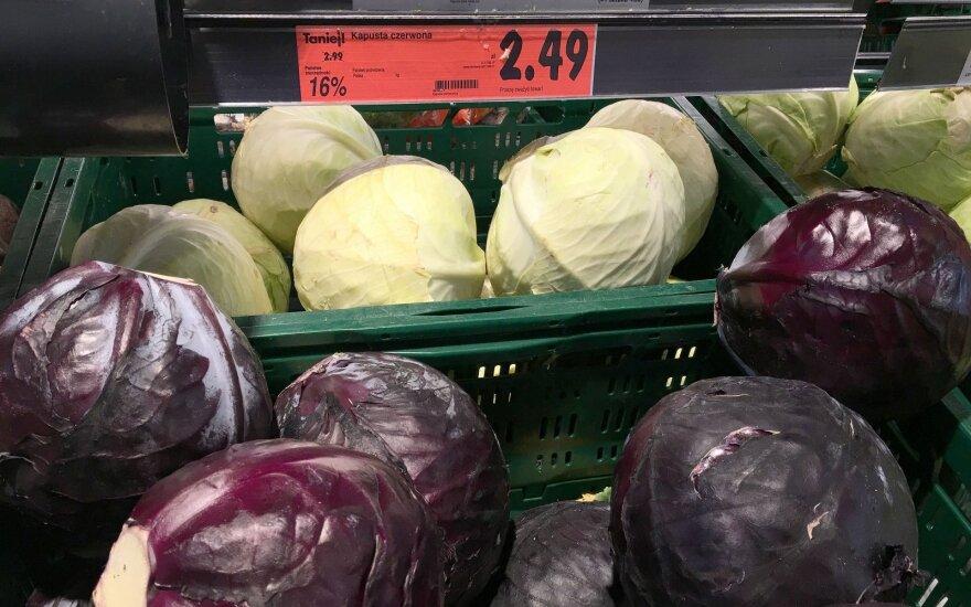 Lietuviai šluoja Suvalkų parduotuves
